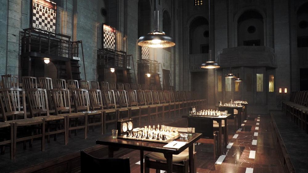 Schachfinale in Moskau, Drehort: Altes Stadthaus, Berlin. Setfoto: Uli Hanisch. (© Netflix)
