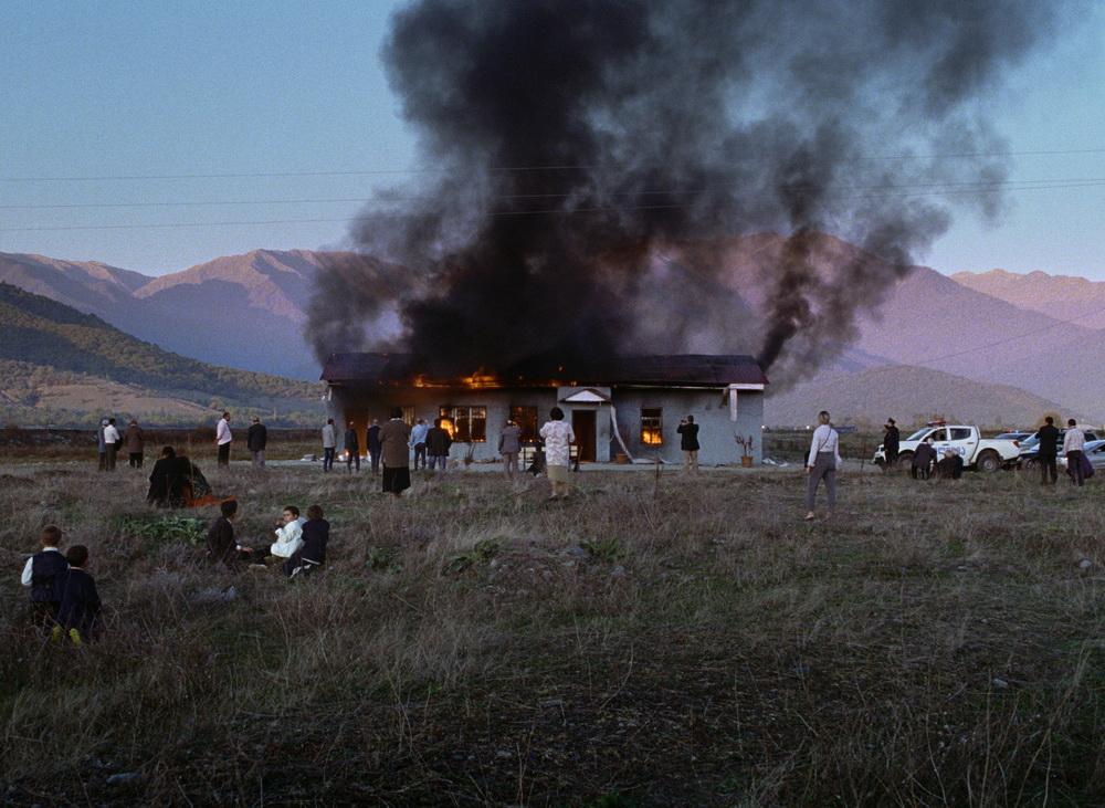 Die kleine Gemeinde wird von der Gewalt heimgesucht (© Wild Bunch International)