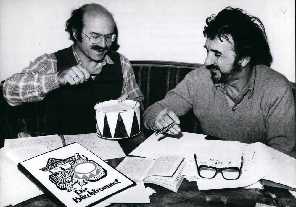 """Volker Schlöndorff und Jean-Claude Carrière bei der gemeinsamen Arbeit an """"Die Blechtrommel"""" (imago/ZUMA Press)"""
