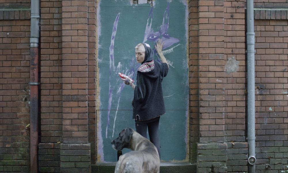 Das Punk-Mädchen und ihr Hund (Carlos Lopez Tobon)