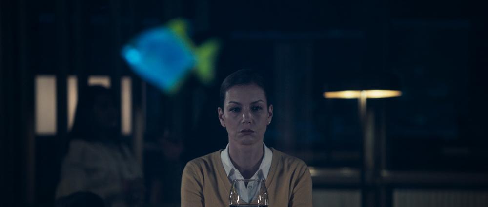 Die Psychologin Peri (Defne Kayalar) vertritt in der Serie liberale Ansichten (© Netflix)