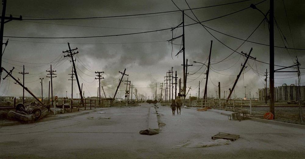 """Auch """"The Road"""" fragt, welche Werte übrigbleiben können, wenn um die Menschen herum alles zerstört ist (© Senator)"""