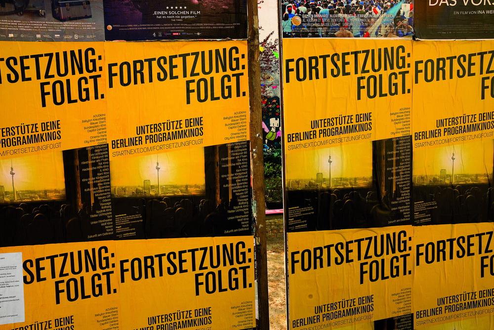Enormes Bedürfnis nach Kino: Plakatwand im Kino Acud, Berlin (Zweitausendeins)
