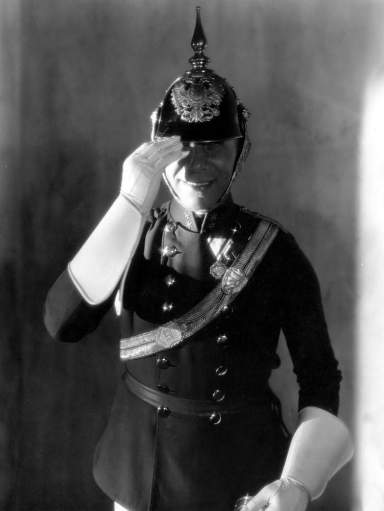 """Typecasting: Erich von Stroheim inszenierte sich selbst in """"Wedding March"""" (1928) als k.u.k-Prinz (© IMAGO / Ronald Grant )"""
