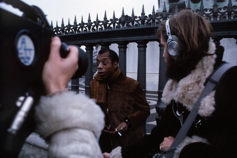 James Baldwin und Terence Dixons Filmteam (© MUBI)