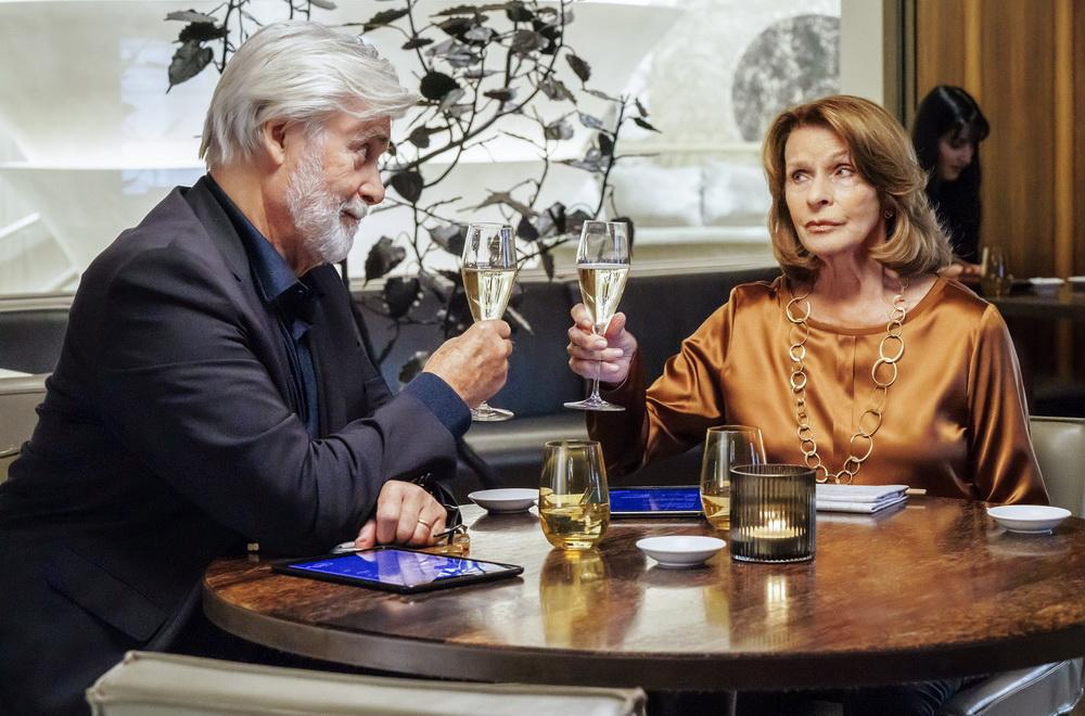 """Zum 80. Geburtstag war Senta Berger in einer neuen Rolle in dem Fernsehdrama """"An seiner Seite"""" zu sehen (© ZDF/Arte, Hendrik Heiden)"""