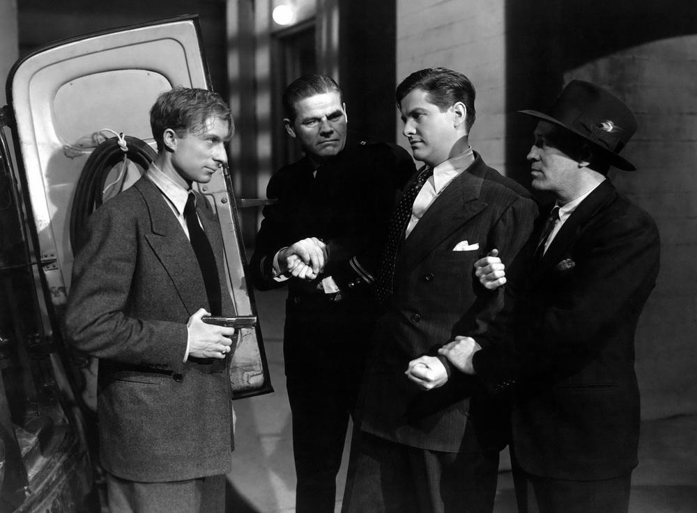 "Der Schurke bedroht den Helden: Norman Lloyd und Robert Cummings in ""Saboteure"" (© IMAGO / Everett Collection)"