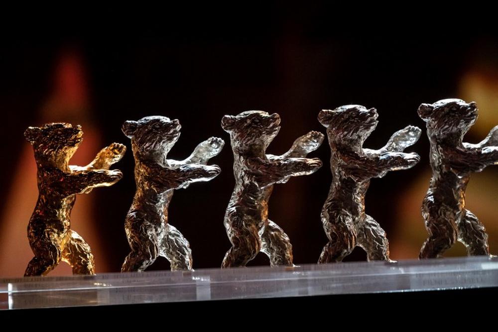 """Die """"Goldenen"""" und """"Silbernen Bären"""" werden am 13. Juni den Gewinnern der Jurypreise überreicht (© Sandra Weller/Berlinale 2020)"""