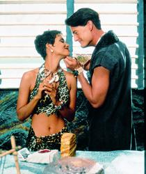 Halle Berry, Kyle MacLachlan