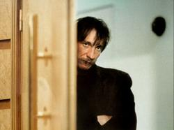 David Thewlis) als Johnny